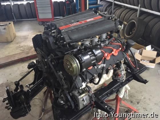 Lancia Thema 8.32. Komplett überholte V8 Antriebseinheit kurz vor den Einbau.